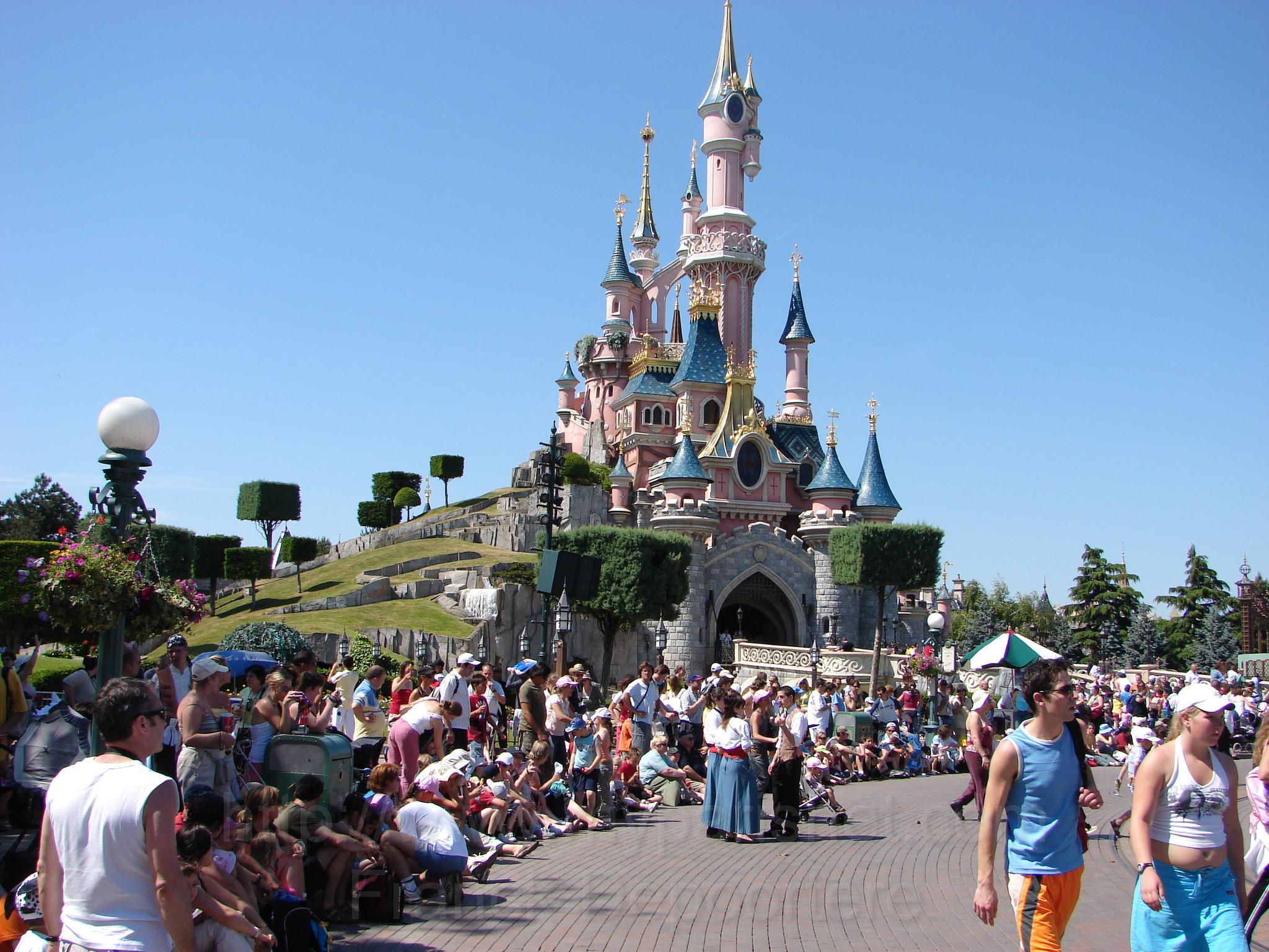 Город аттракционов DisneyLand
